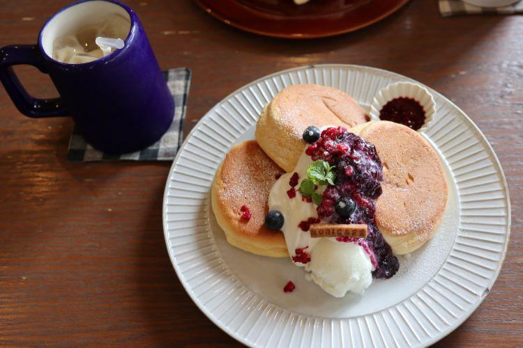 モリカフェ ラズベリーとブルーベリー ミルクソース添えのパンケーキ2