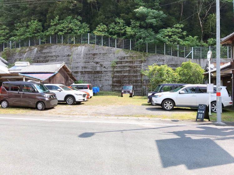 森とパン 駐車場