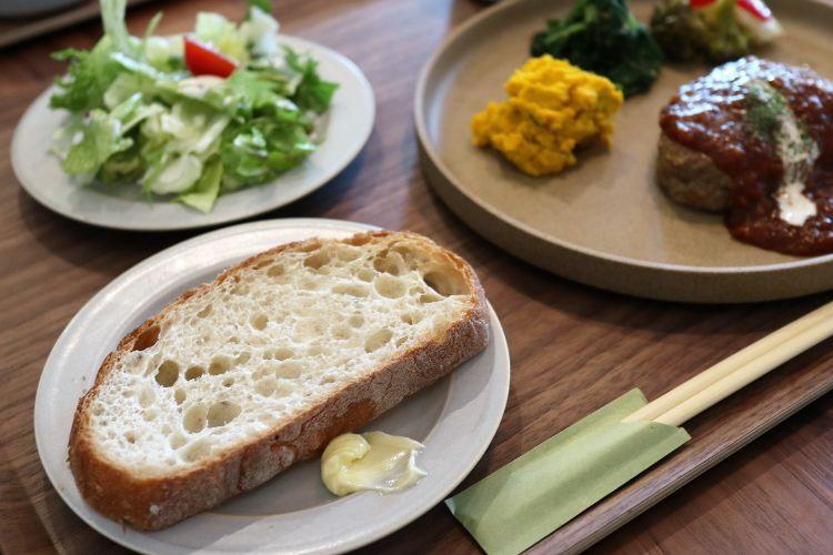 ポメロ ハンバーグセットのパン