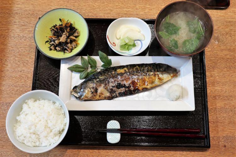 前田食研 炭火焼き鯖定食1