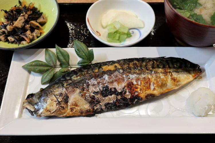 前田食研 炭火焼き鯖定食2