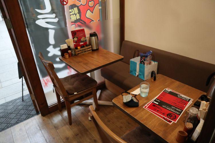 煮干屋 テーブル席