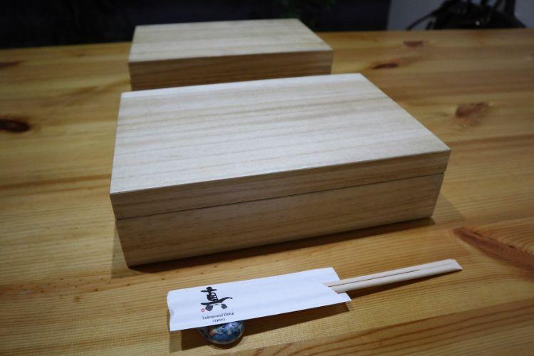 真と響未 御膳の木箱