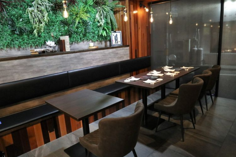 ソラニワガレー テーブル席1