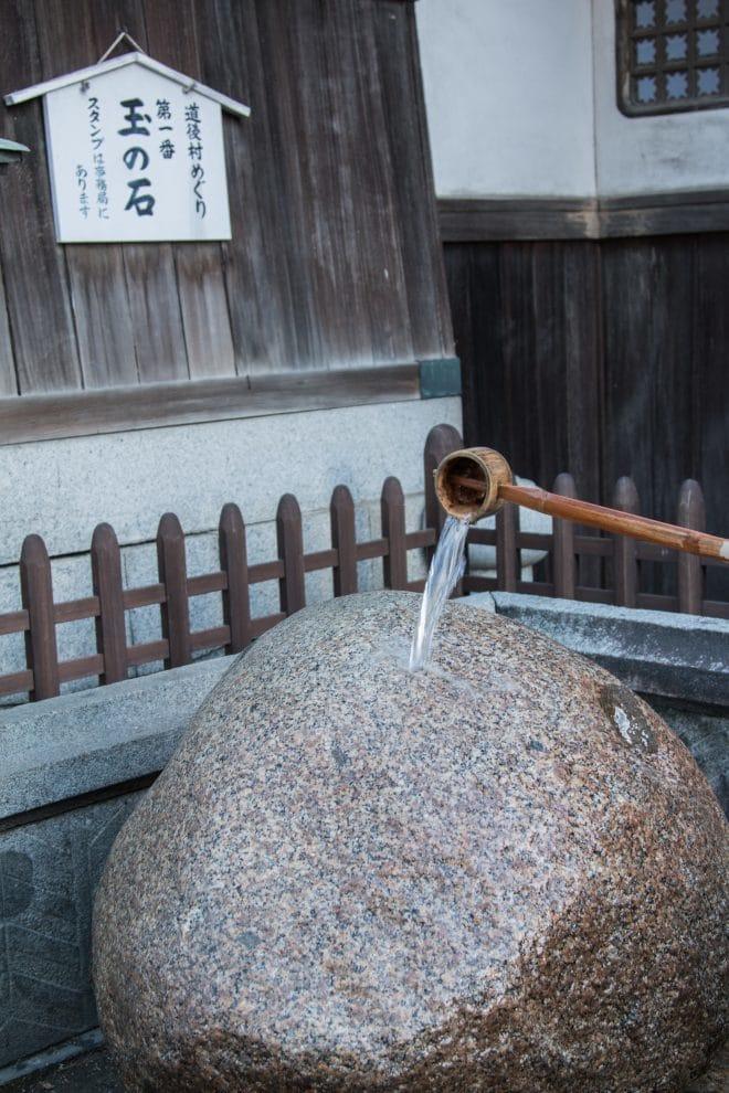 ひしゃくと玉の石