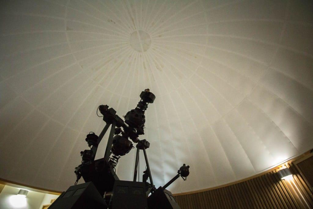 星天城内のプラネタリウム室