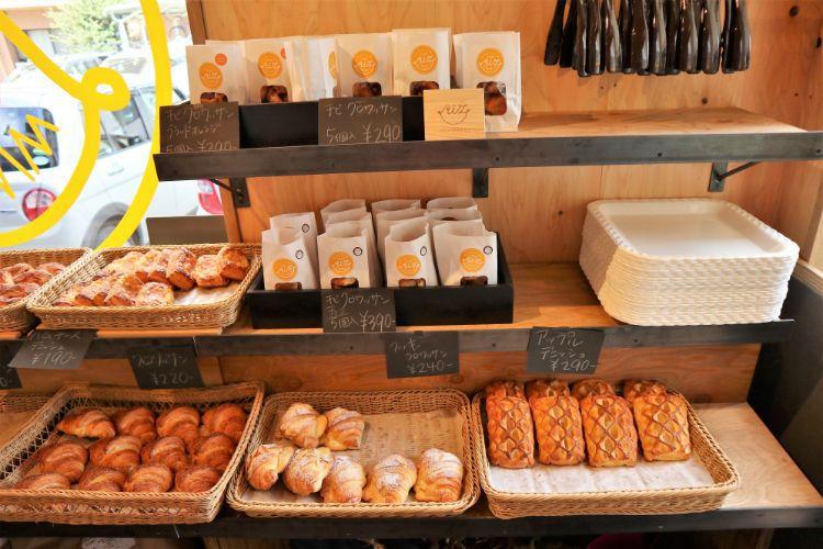 RIZ 店内のパン1