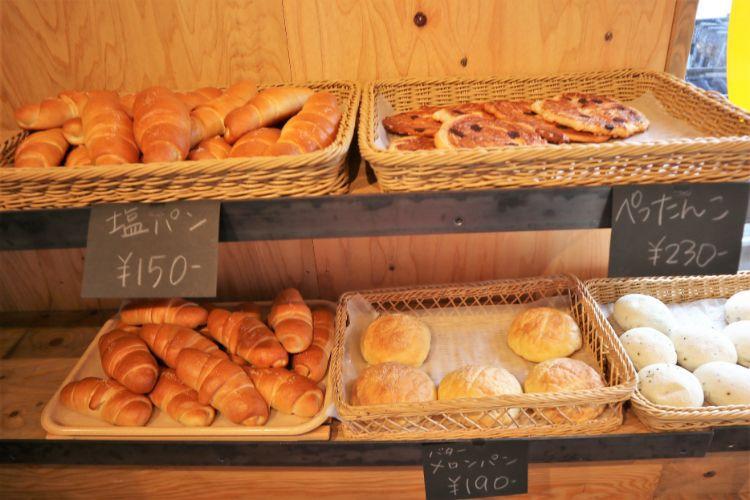 RIZ 店内のパン4