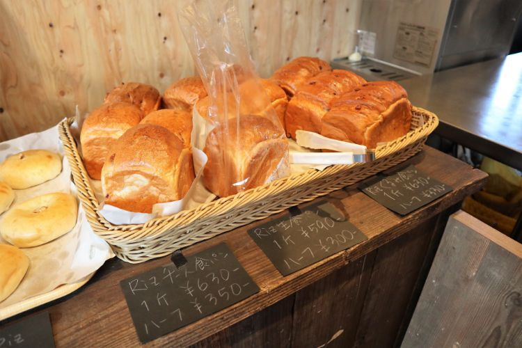 RIZ 店内のパン8