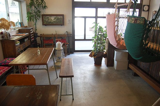Cafe warm 魚夢店内
