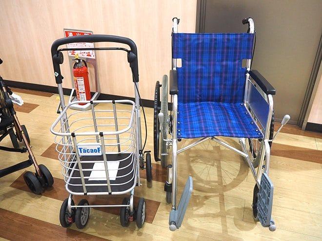 てくるん_車椅子とキャリーカー