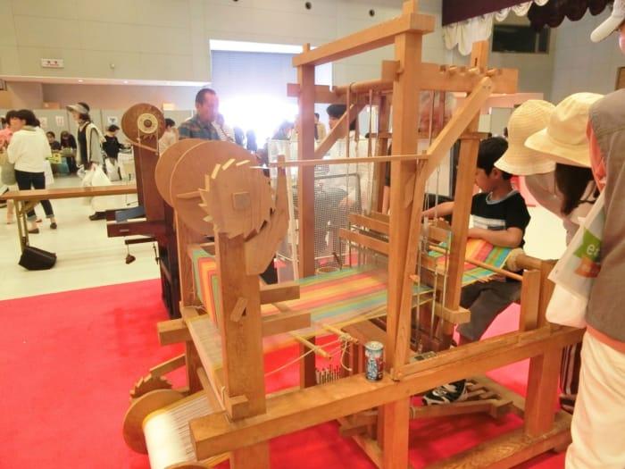 機織り体験コーナー