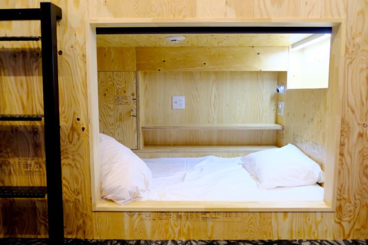 今治喜助の宿_カプセルホテル個室ロールカーテン1