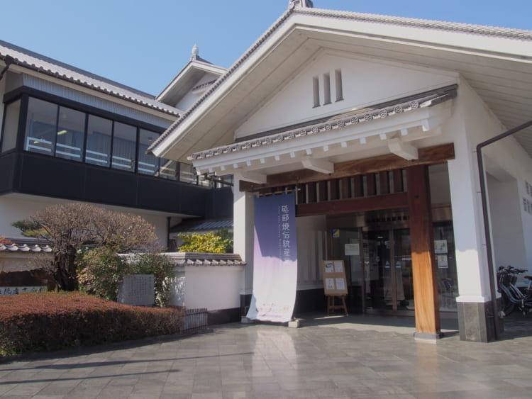 砥部焼伝統産業会館外観写真1
