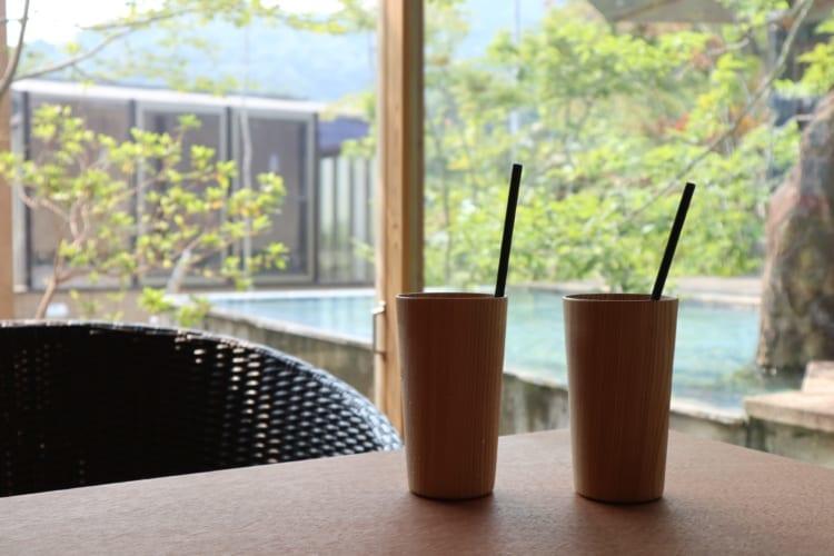 木のカップ