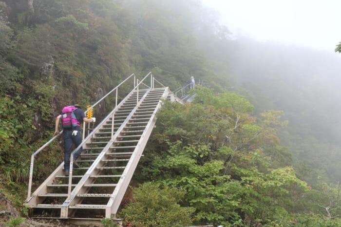 山頂近く登山道2