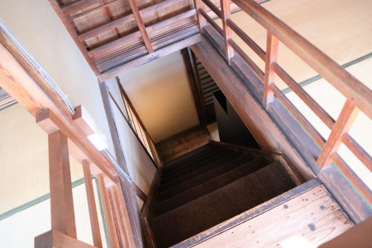 ゆけむり 階段