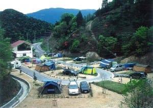 森と湖畔の公園キャンプ場